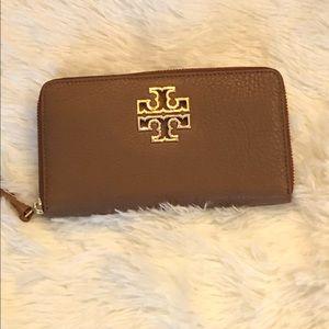 Authentic Tory Burch BRITTON zip around wallet NWT